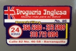 "This refrigerator magnet shows that this pharmacy is open 24 hours and does ""domicilios,"" a.k.a. deliveries."