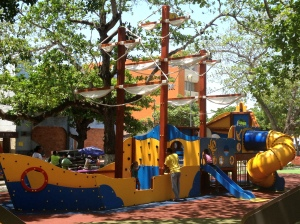 The newly renovated Parque Suri Salcedo will set your munchkin a-sail!